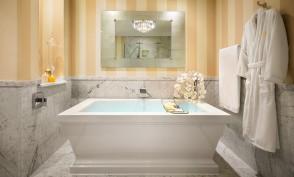 Catalina Suite Bathroom Tub